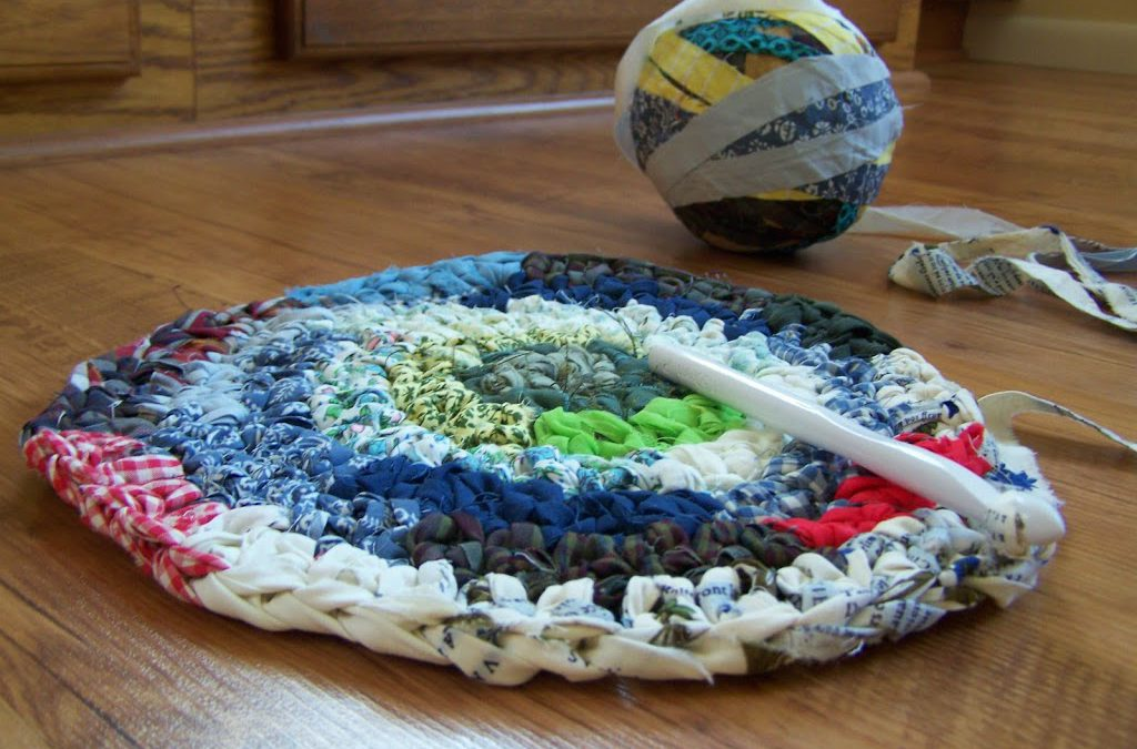 Summer Musings and Finished Table Runner, Pillow and Crochet Fabric Rug